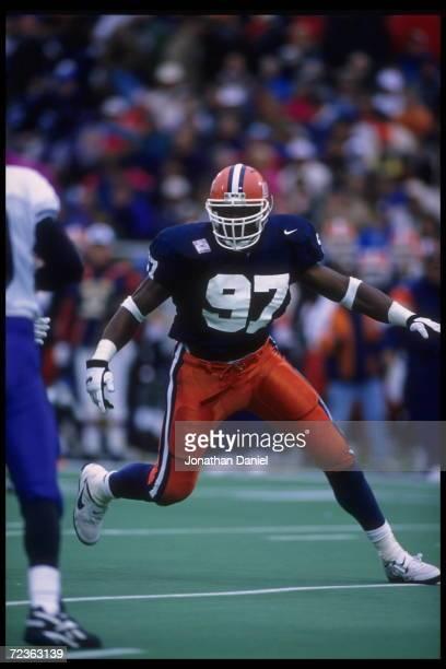 oct-1995-linebacker-simeon-rice-of-the-illinois-fighting-illini-goes-picture-id72363139