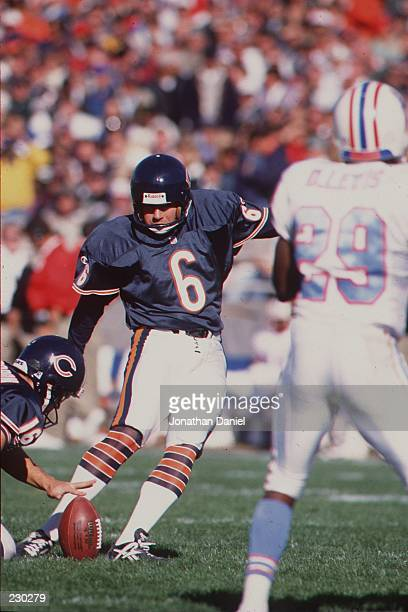 Place kicker Kevin Butler of the Chicago Bears focuses on the ball as he plants his left foot just before attempting a field goal in the Bears 3532...