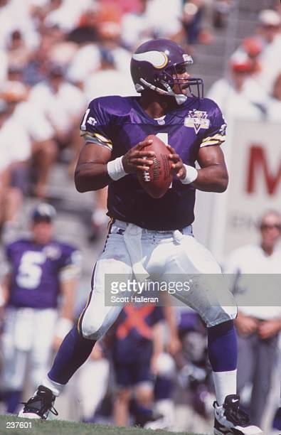 Quarterback Warren Moon of the Minnesota Viking drops back to pass during the Vikings2017 loss to the Tampa Bay Buccaneers at Tampa Stadium in Tampa...