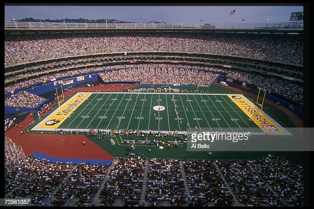 General view of a game between the Pittsburgh Steelers and the Cincinnati Bengals at Three Rivers Stadium in Pittsburgh, Pennsylvania. The Steelers...