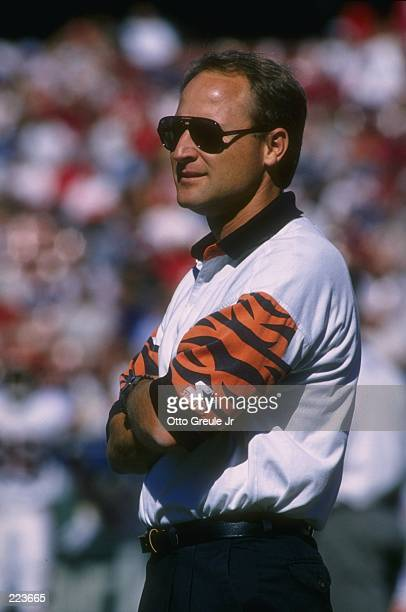 Head coach David Shula of the Cincinnati Bengals looks on from the sideline during a play in the Bengals 2821 loss to the San Francisco 49ers at 3Com...