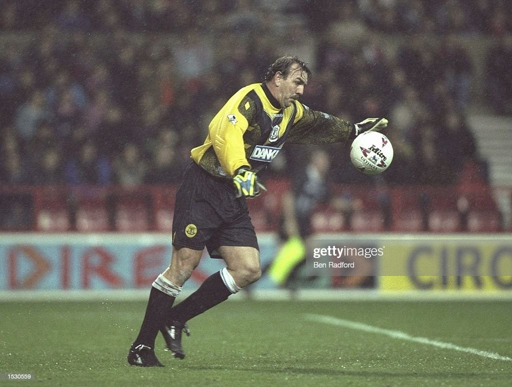 Neville Southall of Everton in action : News Photo