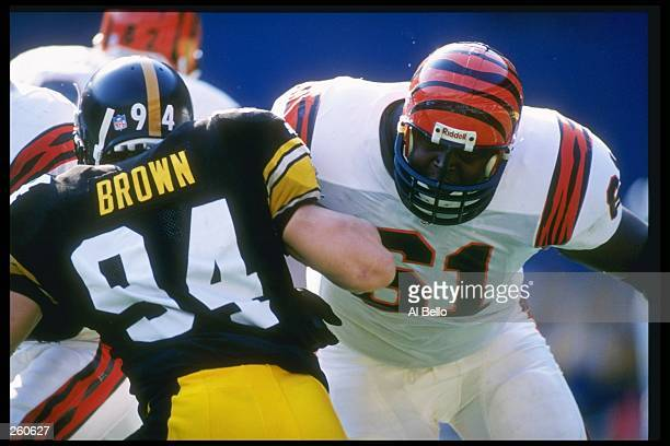 Offensive lineman Melvin Tuten of the Cincinnati Bengals blocks Pittsburgh Steelers linebacker Chad Brown during a game at Three Rivers Stadium in...