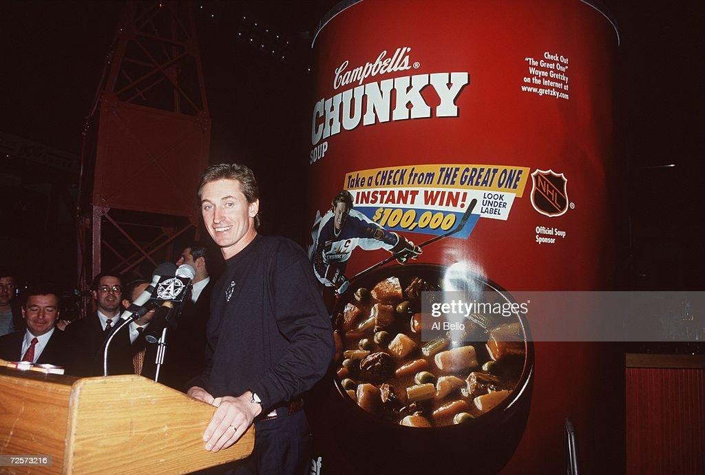 Wayne Gretzky... : News Photo