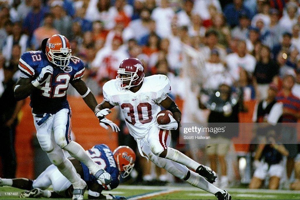 Linebacker Jevon Kearse of the Florida Gators tries to stop