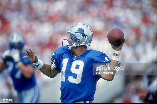 Quarterback Scott Mitchell of the Detroit Lions sets to throw a pass during the Lions 279 win over the Tampa Bay Buccaneers at Houlihan''s Stadium in...