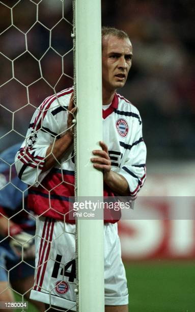Mario Basler of Bayern Munich guards the near post against Barcelona during the UEFA Champions League match at the Olympiastadion in Munich, Germany....