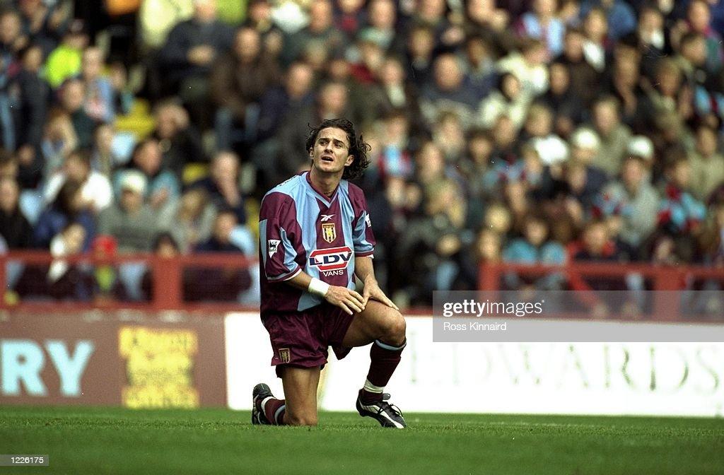 Benito Carbone of Aston Villa : Fotografía de noticias