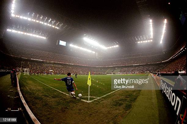Dennis Wise of Chelsea takes a corner during the UEFA Champions League Group H match against AC Milan at the San Siro Stadium in Milan Italy The game...