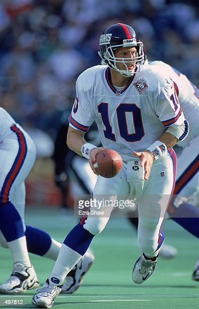 Kent Graham of the New York Giants moves to pass ball during the game against the Philadelphia Eagles at the Veteran Stadium in Philadelphia...