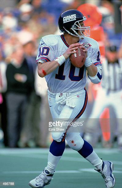 Kent Graham of the New York Giants runs back to pass the ball during a game against the Philadelphia Eagles at the Veteran Stadium in Philadelphia...