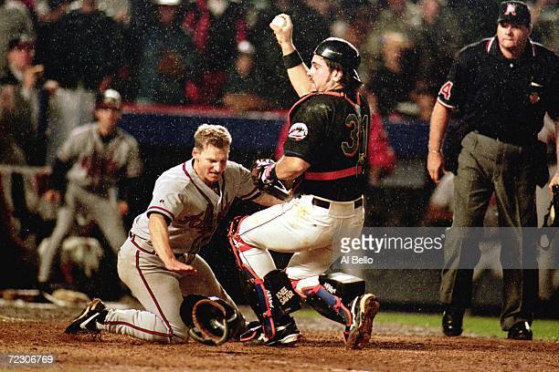 Mike Piazza of the New York Mets tags out Keith Lockhart of the Atlanta Braves during the National League Championship Series game four at Shea...
