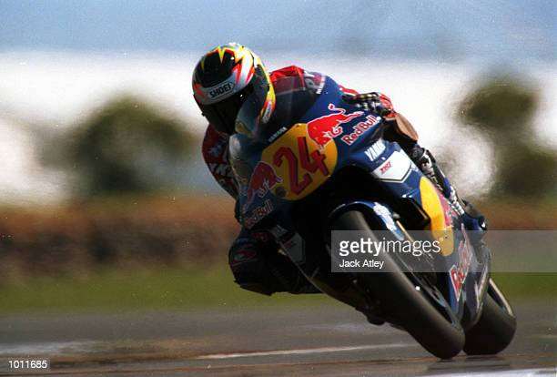 Red Bull Yamaha team 500cc rider, Gary McCoy of Australia powers out of Honda corner during practice today for the 1999 Australian Motorbike Grand...