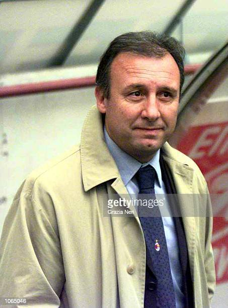 Alberto Zaccheroni manager of AC Milan looks on during the Serie A league match between AC Milan and Vicenza played at the San Siro Stadium in Milan...