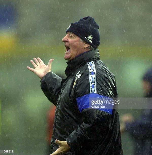 Carlo Mazzone manager of Brescia shout instructions from the sidelines during the Serie A league match between Brescia and Parma played at the Mario...