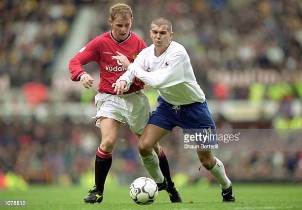 Dominic Matteo of Leeds United holds off Nicky Butt of Manchester United during the FA Carling Premiership match at Old Trafford in Manchester...