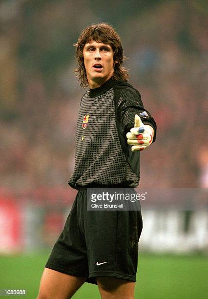 Richard Dutruel of Barcelona in action during the UEFA Champions League match against AC Milan at the San Siro in Milan Italy The match was drawn 33...
