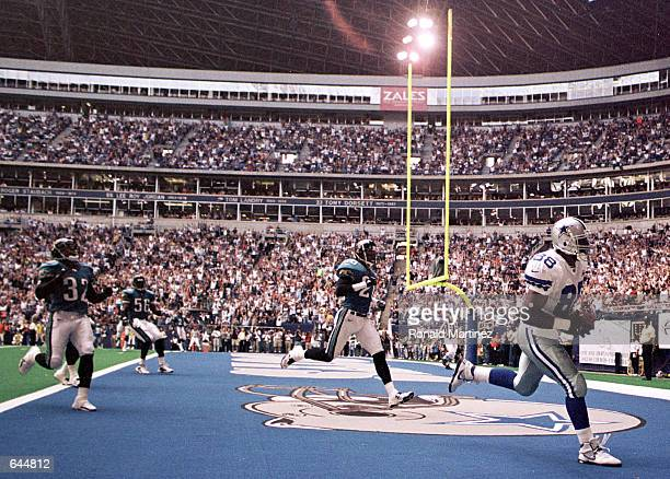 Tightend Jackie Harris of the Dallas Cowboys scores a touchdown on a 13 yard pass from Troy Aikman against the Jacksonville Jaguars in the first...