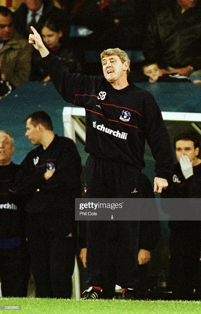Crystal Palace manager Steve Bruce instructs his players during the Nationwide Division One match between Crystal Palace FC and West Bromwich Albion at Selhurst Park, London. Mandatory Credit: Phil Cole/ALLSPORT