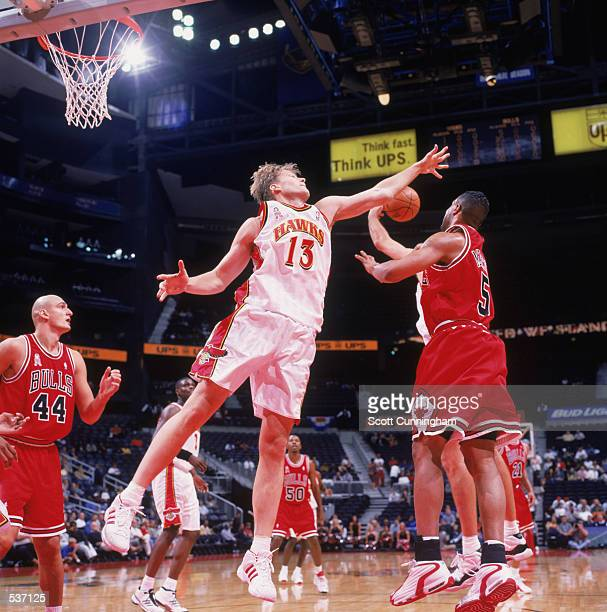Forward Hanno Mattola of the Atlanta Hawks fights for a rebound with guard Ron Mercer of the Chicago Bulls during the preseason game at Phillips...