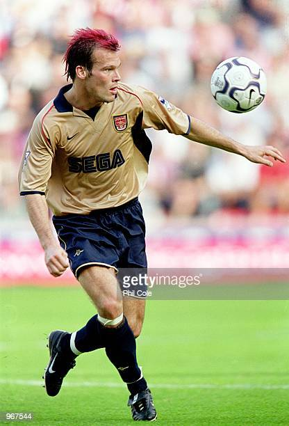 Fredrik Ljungberg of Arsenal brings the ball forward during the FA Barclaycard Premiership match against Southampton played at St Mary's in...