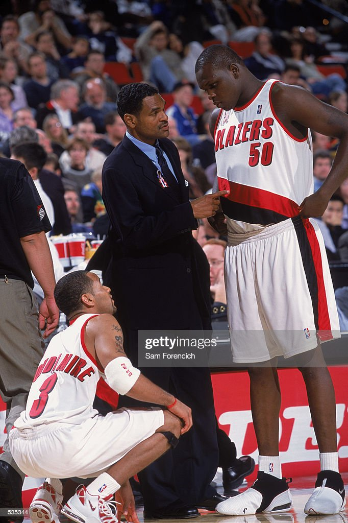 Portland Trailblazers forward Zach Randolph #50 and point guard Damon Stoudamire #3 get instruction from head coach Maurice Cheeks : News Photo