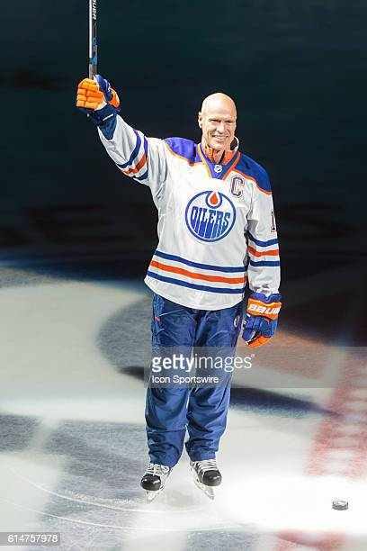 Mark Messier makes an appearance at the opening ceremony celebrations for the Edmonton Oilers 2016/17 season opener hockey game in Rogers Place in...