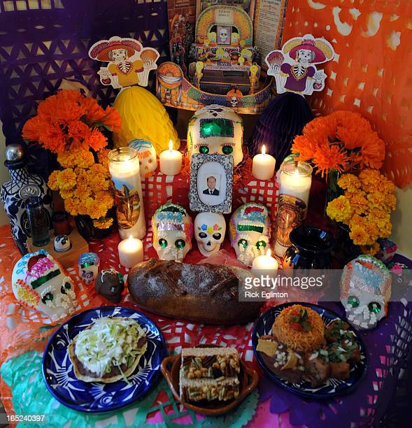 Oct2508RE2151816Day of the Dead celebration in MexicoFood Bread of the Dead at Rebozos restarantAltar with Bread of the Dead loaf as well as a...