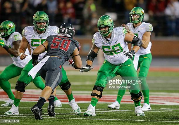 Oregon Ducks offensive lineman Jake Hanson and Oregon Ducks offensive lineman Shane Lemieux during the game between Oregon Ducks and the Washington...