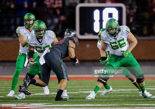 Oregon Ducks offensive lineman Shane Lemieux and Oregon Ducks offensive lineman Brady Aiello blocking during the game between Oregon Ducks and the...