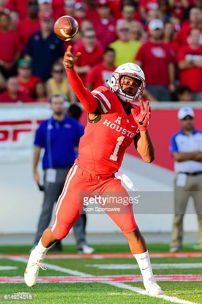 Houston Cougars quarterback Greg Ward Jr. Throws to the flats during first half action during the Tulsa Golden Hurricanes at Houston Cougars game at...