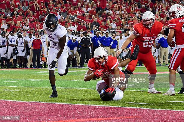 Houston Cougars running back Dillon Birden scores a late second half touchdown during the Tulsa Golden Hurricanes at Houston Cougars game at TDECU...