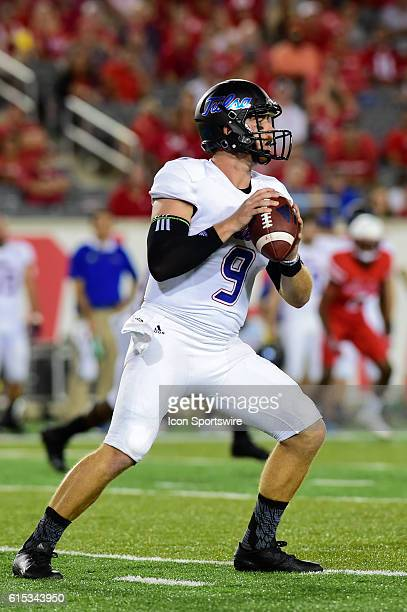 Tulsa Golden Hurricane quarterback Dane Evans looks to pass downfield during the Tulsa Golden Hurricanes at Houston Cougars game at TDECU Stadium,...