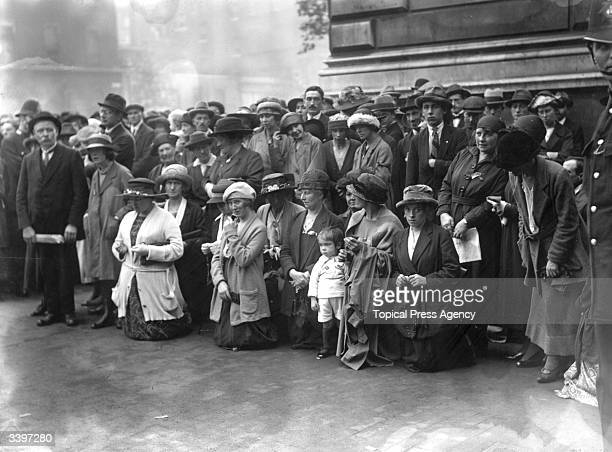 Crowds of Republican sympathisers outside Downing Street London reciting the rosary during treaty negotiations between representatives of Sinn Fein...