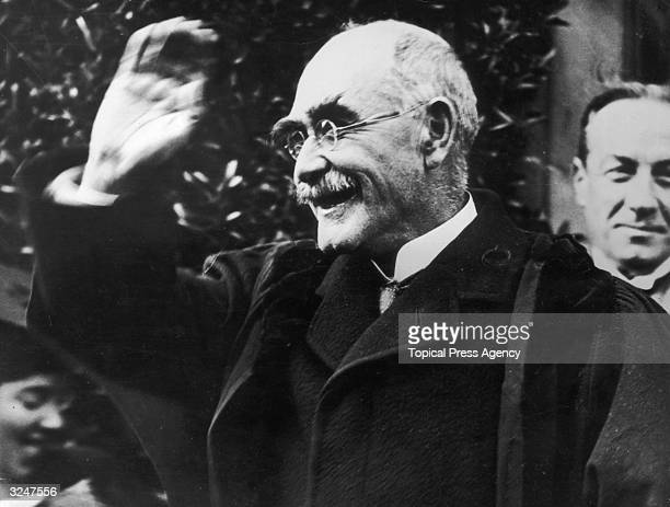 Author Rudyard Kipling smiling in acknowledgement of his appointment as Rector of St Andrew's University. British Prime Minister Stanley Baldwin can...
