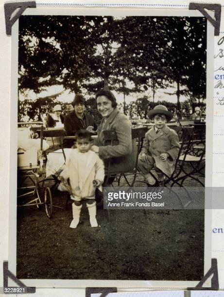 EXCLUSIVE Mother of Anne Frank Edith FrankHollander with her first daughter Margot Frank with motherinlaw Alice Frank and Margot's cousin Stephan...
