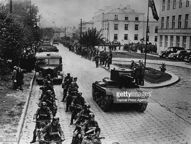 Demarcation line ceremony at Brest-Litovsk, Poland. Red Army armoured cars and a mobile German rifle corps move down the street.