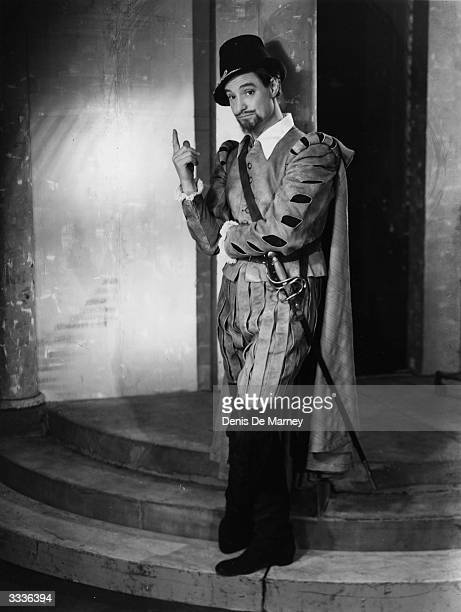 Robert Donat as Benedick in Much Ado About Nothing at the Aldwych theatre in London