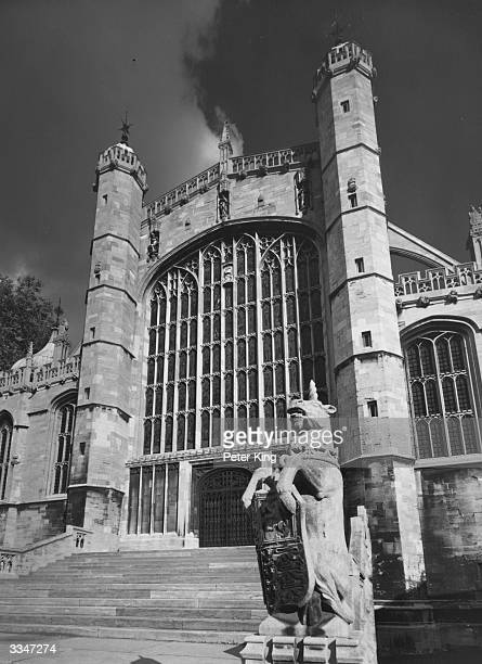The West Door and window of St George's Chapel within the precincts of Windsor Castle Berkshire The building was begun by Edward IV and completed by...