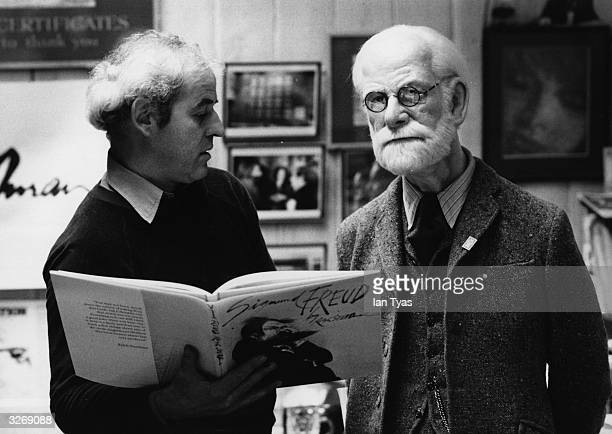 Cartoonist and illustrator Ralph Steadman admiring a lifesize waxwork of psychoanalyst Sigmund Freud who is the subject of Steadman's latest book The...