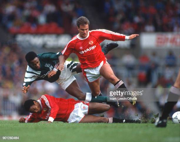 Football League Division One Manchester United v Liverpool Mark Walters of Liverpool is tackled by Paul Ince and Clayton Blackmore of United