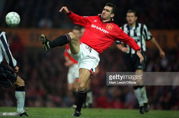 29 October 1994 FA PREMIERSHIP Manchester United v Newcastle United Eric Cantona stretches to control the ball