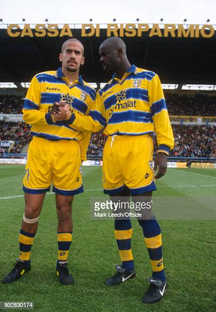 31 October 1998 Parma Serie A Parma v Fiorentina Juan Sebastian Veron and Lilian Thuram of Parma shake hands before the match