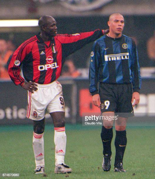 Ronaldo of Inter Milan and George Weah of Milan chat during the Serie A match between Inter Milan and Milan played at the 'Giuseppe Meazza' in Milan