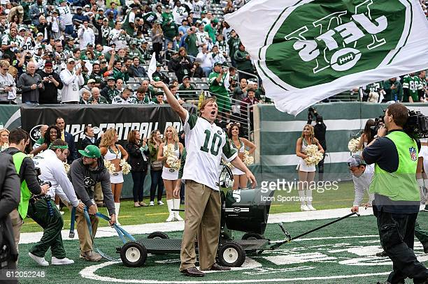 Chad Pennington waves a white flag during the New York Jets versus the Seattle Seahawks at MetLife Stadium in East Rutherford NJ