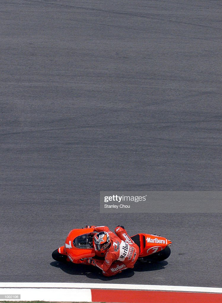 Carlos Checa of Marlboro Yamaha Team in action during the 500cc qualifying practice Nr.1 held at the Sepang F1 Circuit, Sepang, Kuala Lumpur, Malaysia during the first day of the 2001 World Motorcycle Malaysian Grand Prix. DIGITAL IMAGE. Mandatory Credit: Stanley Chou/ALLSPORT