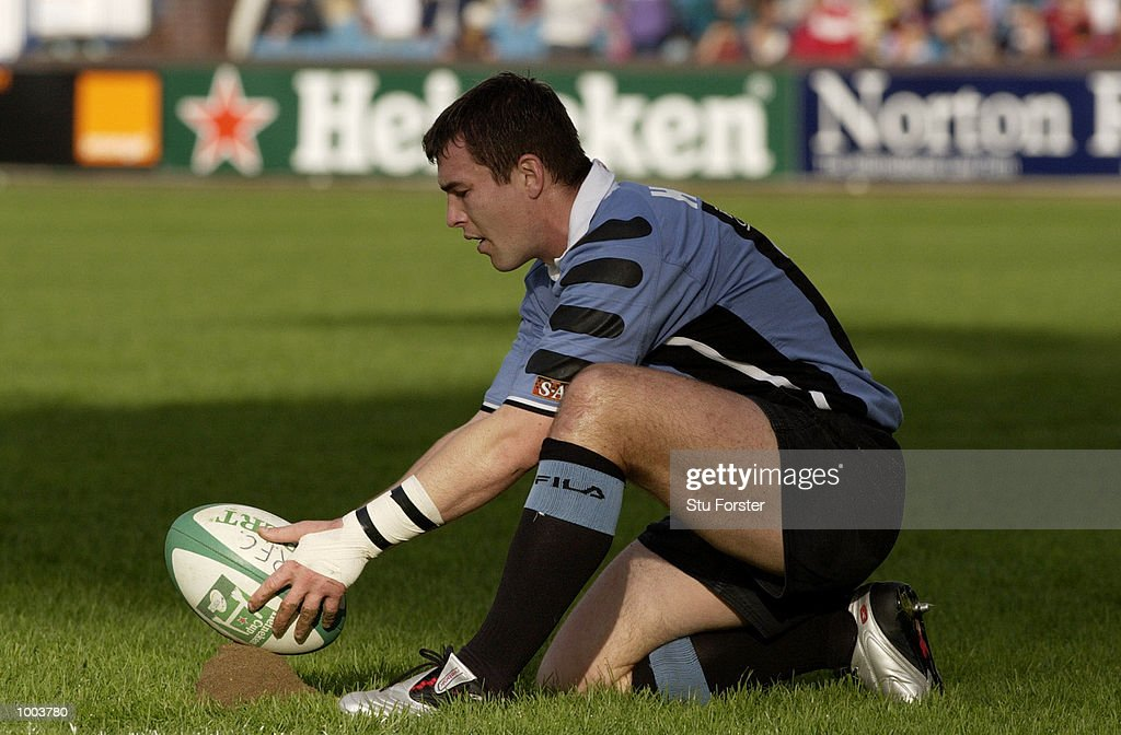 Iestyn Harris of Cardiff in action during the Heineken Cup Match between Cardiff and Glasgow, at The Arms Park, Cardiff. DIGITAL IMAGE. Mandatory Credit: Stu Forster/ALLSPORT