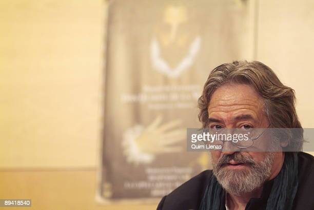 26 October 2005 Madrid The musician Jordi Savall has presented the edition of the bookdisk 'Don Quixote Romance and music' in which he interprets...