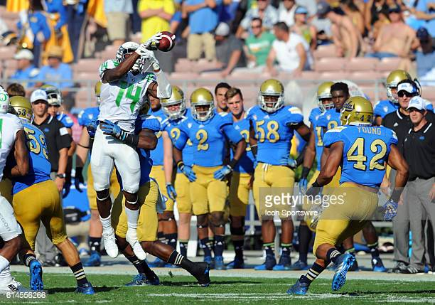 Oregon Ifo EkpreOlomu misses catching the onside kick by UCLA during an NCAA football game between the Oregon Ducks and the UCLA Bruins at the Rose...