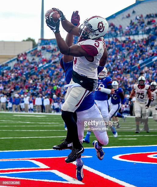 Oklahoma Sooners WR Sterling Shepard comes up with a touchdown reception during a NCAA football game between the Oklahoma Sooners and the Kansas...